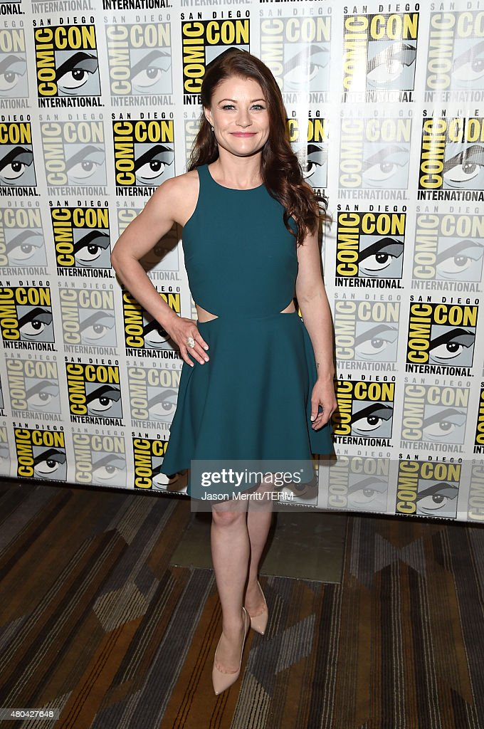 Actress Emilie de Ravin attends the 'Once Upon A Time' press room during Comic-Con International 2015 at the Hilton Bayfront on July 11, 2015 in San Diego, California.
