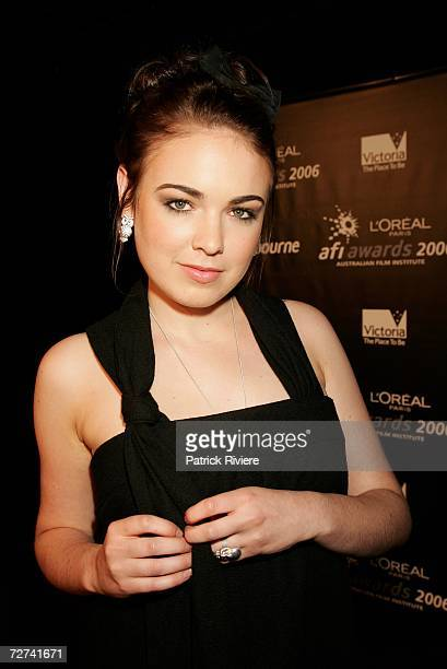 Actress Emily Barclay poses in the awards room at the L'Oreal Paris AFI 2006 Industry Awards at the Melbourne Exhibition Centre on December 6 2006 in...