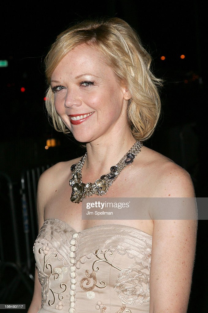 Actress Emily Bergl attends The Cinema Society with The Hollywood Reporter & Samsung Galaxy screening of 'The Twilight Saga: Breaking Dawn Part 2' on November 15, 2012 at the Landmark Sunshine Cinema in New York City.