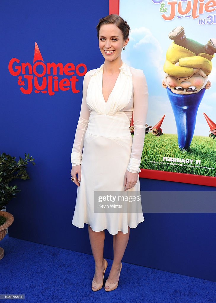 """Premiere Of Touchstone Pictures' """"Gnomeo And Juliet"""" - Red Carpet : News Photo"""