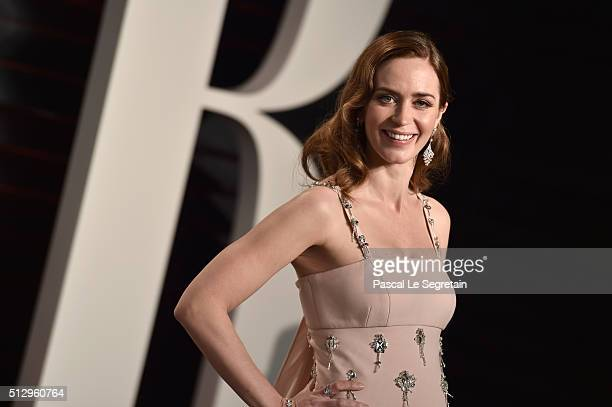 Actress Emily Blunt attends the 2016 Vanity Fair Oscar Party Hosted By Graydon Carter at the Wallis Annenberg Center for the Performing Arts on...