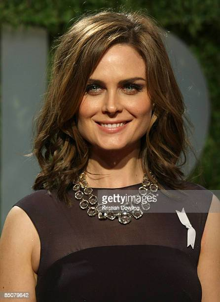 Actress Emily Deschanel arrives at the 2009 Vanity Fair Oscar Party hosted by Graydon Carter held at the Sunset Tower on February 22 2009 in West...