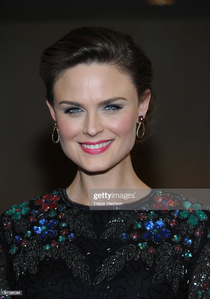 Actress Emily Deschanel arrives at the 24th Annual American Society of Cinematographers 24th Annual Outstanding Achievement Awards held at the Hyatt Regency Century Plaza Hotel on February 27, 2010 in Los Angeles, California.