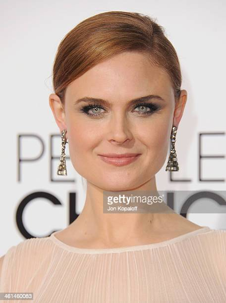 Actress Emily Deschanel arrives at The 40th Annual People's Choice Awards at Nokia Theatre LA Live on January 8 2014 in Los Angeles California