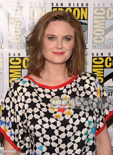 "Actress Emily Deschanel attends Comic-Con International 2016 ""Bones"" press line at Hilton Bayfront on July 22, 2016 in San Diego, California."