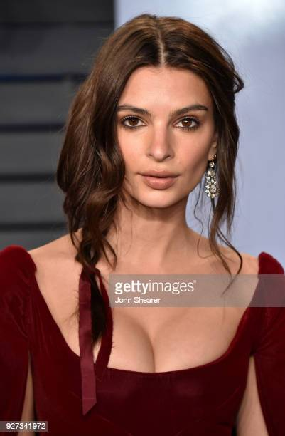 Actress Emily Ratajkowski attends the 2018 Vanity Fair Oscar Party hosted by Radhika Jones at Wallis Annenberg Center for the Performing Arts on...