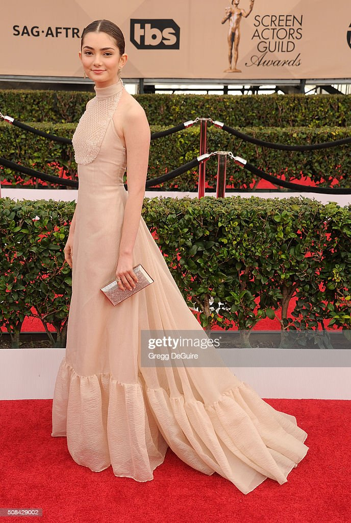 Actress Emily Robinson arrives at the 22nd Annual Screen Actors Guild Awards at The Shrine Auditorium on January 30, 2016 in Los Angeles, California.
