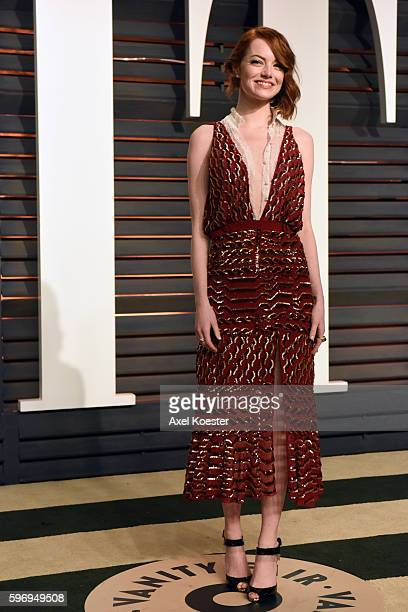 Actress Emma Stone attends the 2015 Vanity Fair Oscar Party hosted by Graydon Carter at the Wallis Annenberg Center for the Performing Arts on...