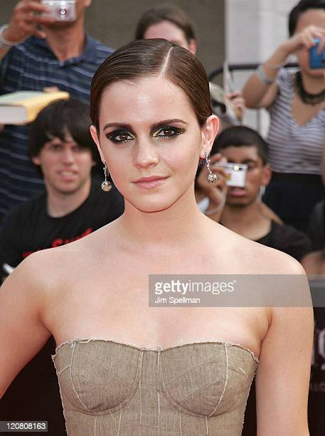 Actress Emma Watson attends the premiere of 'Harry Potter and the Deathly Hallows Part 2' at Avery Fisher Hall Lincoln Center on July 11 2011 in New...