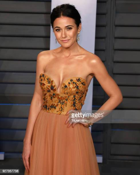 Actress Emmanuelle Chriqui attends the 2018 Vanity Fair Oscar Party hosted by Radhika Jones at the Wallis Annenberg Center for the Performing Arts on...