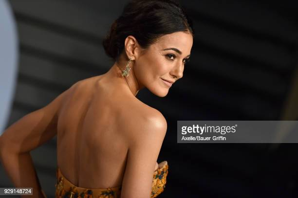 Actress Emmanuelle Chriqui attends the 2018 Vanity Fair Oscar Party hosted by Radhika Jones at Wallis Annenberg Center for the Performing Arts on...