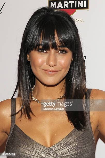 Actress Emmanuelle Chriqui attends the New York premiere of NINE at the Ziegfeld Theatre on December 15 2009 in New York City