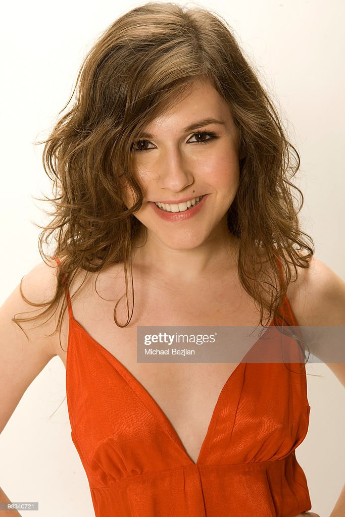 ¿Cuánto mide Erin Sanders? Actress-erin-sanders-poses-during-a-photo-shoot-on-april-8-2010-in-picture-id98340721