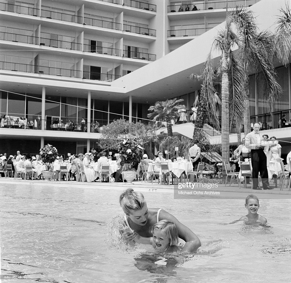 Actress Esther Williams teaches a little girl how to swim in ...