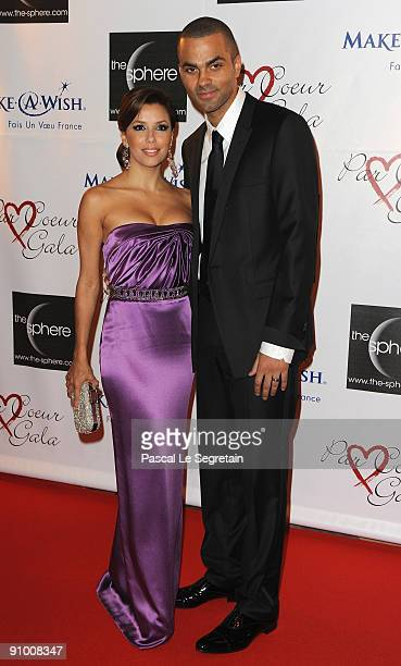 Actress Eva Longoria and Tony Parker pose as they arrive to attend the 'Par Coeur Gala' dinner at the Hotel Meurice on September 21 2009 in Paris...