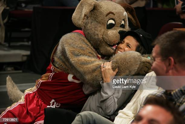 "Actress Eva Longoria of ABC-TV's ""Desperate Housewives"" jokes with Cleveland Cavaliers mascot MoonDog during NBA action against the San Antonio Spurs..."