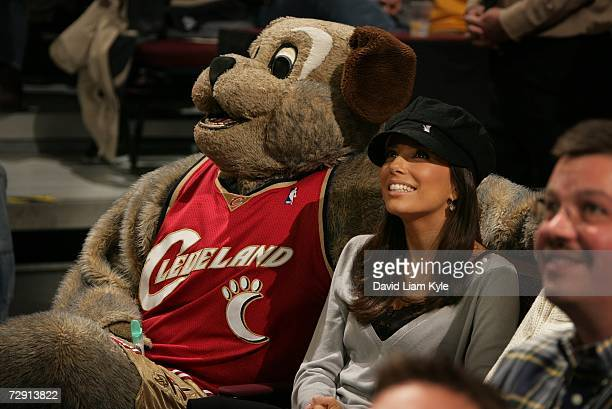 "Actress Eva Longoria of ABC-TV's ""Desperate Housewives"" watches the game with Cleveland Cavaliers mascot MoonDog during NBA action against the San..."