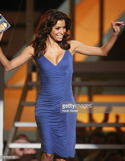 Actress Eva Longoria presents the award for Big TV Star onstage during the VH1 Big in '06 Awards held at Sony Studios on December 2 2006 in Culver...