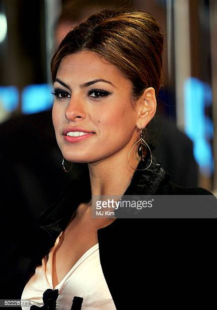 Actress Eva Mendes arrives at the 'Hitch' UK Premiere at Odeon Leicester Square on February 22 2005 in London