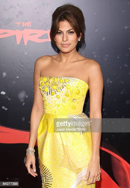 Actress Eva Mendes arrives at the Los Angeles premiere of Lionsgate's 'The Spirit' held at Grauman's Chinese Theatre on December 17, 2008 in...