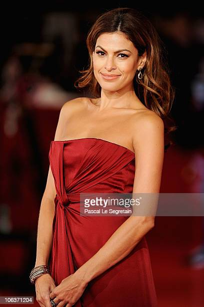 Actress Eva Mendes attends the La dolce vita world restoration premiere during The 5th International Rome Film Festival at Auditorium Parco Della...