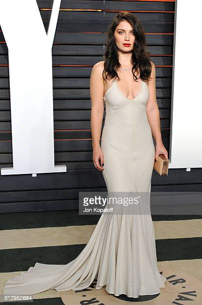 Actress Eve Hewson attends the 2016 Vanity Fair Oscar Party hosted By Graydon Carter at Wallis Annenberg Center for the Performing Arts on February...