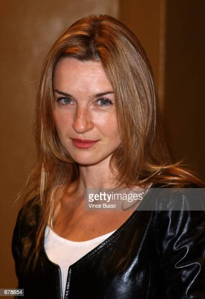 """Actress Ever Carradine attends the premiere of the film """"Shallow Hal"""" November 1, 2001 in Los Angeles, CA."""