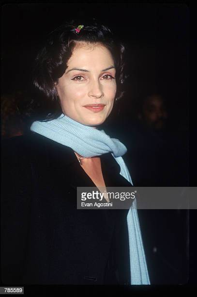 Actress Famke Janssen attends the premiere of the film Jerry Maguire at Pier 88 December 6 1996 in New York City The film tells the story of a...