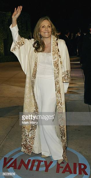 Actress Faye Dunaway attends The 2004 Vanity Fair Oscar Party at Mortons Restaurant February 29 2004 in Hollywood California
