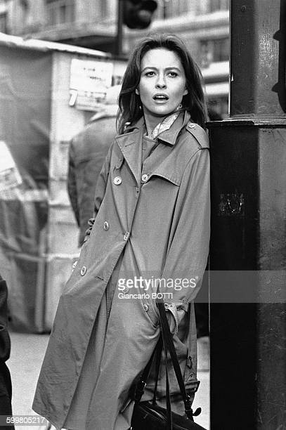 Actress Faye Dunaway On The Set Of The Movie 'La Maison Sous Les Arbres' Directed By René Clément In Paris France In March 1971