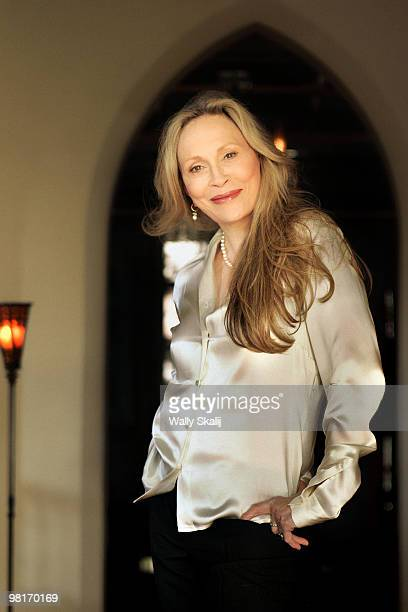 Actress Faye Dunaway poses at a portrait session for The Los Angeles Times in West Hollywood CA on February 14 2005 PUBLISHED IMAGE CREDIT MUST READ...