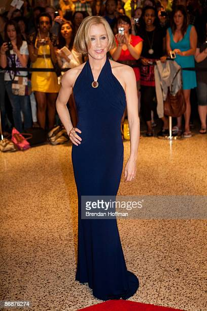 Actress Felicity Huffman arrives at the White House Correspondents' Association dinner on May 9 2009 in Washington DC This year the annual dinner...