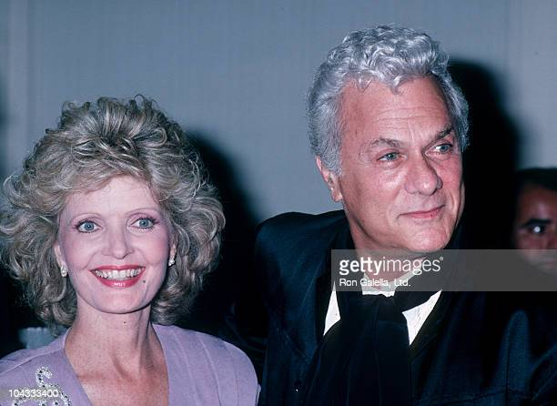 Actress Florence Henderson and actor Tony Curtis attending 'Hebrew University Jewish Society Gala' on September 18 1986 at the Century Plaza Hotel in...