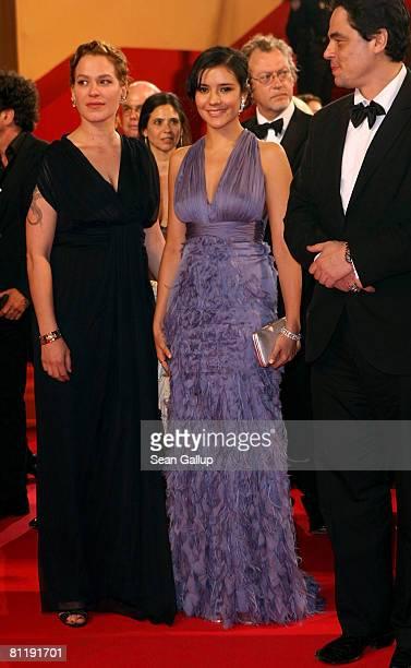 "Actress Franka Potente, actress Catalina Sandino Moreno and actor Benicio Del Toro depart the ""Che"" premiere at the Palais des Festivals during the..."