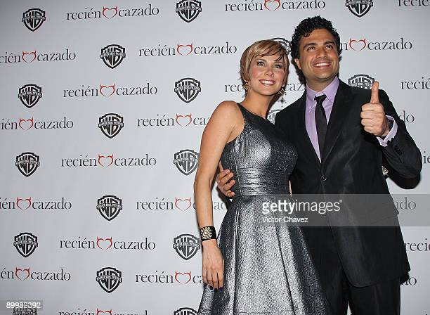 Actress Gabriela Vergara and actor Jaime Camil attend the premiere of Recien Cazado at Plaza Cuicuilco on August 20 2009 in Mexico City Mexico