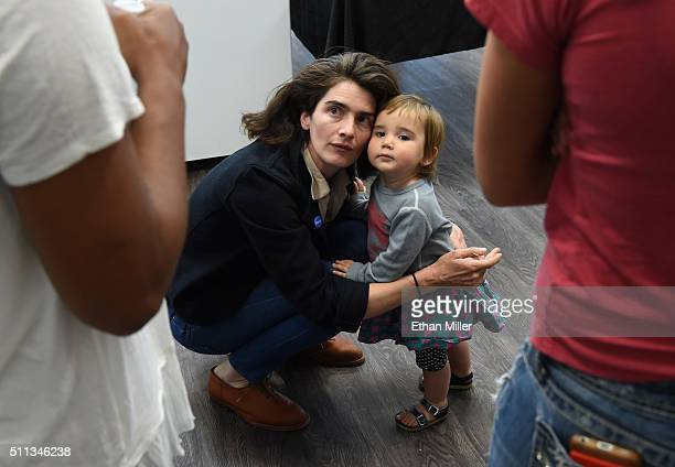 Actress Gaby Hoffmann plays with her daughter Rosemary Dapkins as she talks to people while campaigning for Democratic presidential candidate Sen...