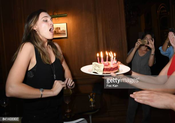 Groovy 60 Top Gaia Weiss Fotos En Beelden Getty Images Personalised Birthday Cards Veneteletsinfo