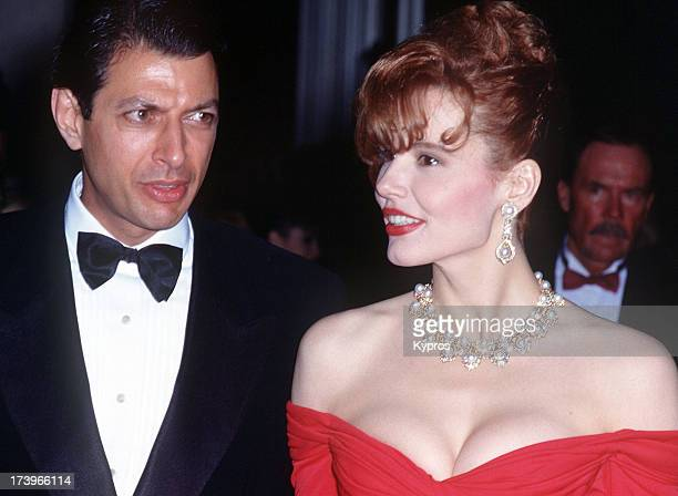 Actress Geena Davis with her husband actor Jeff Goldblum during the 62nd Annual Academy Awards at the Music Center in Los Angeles California United...