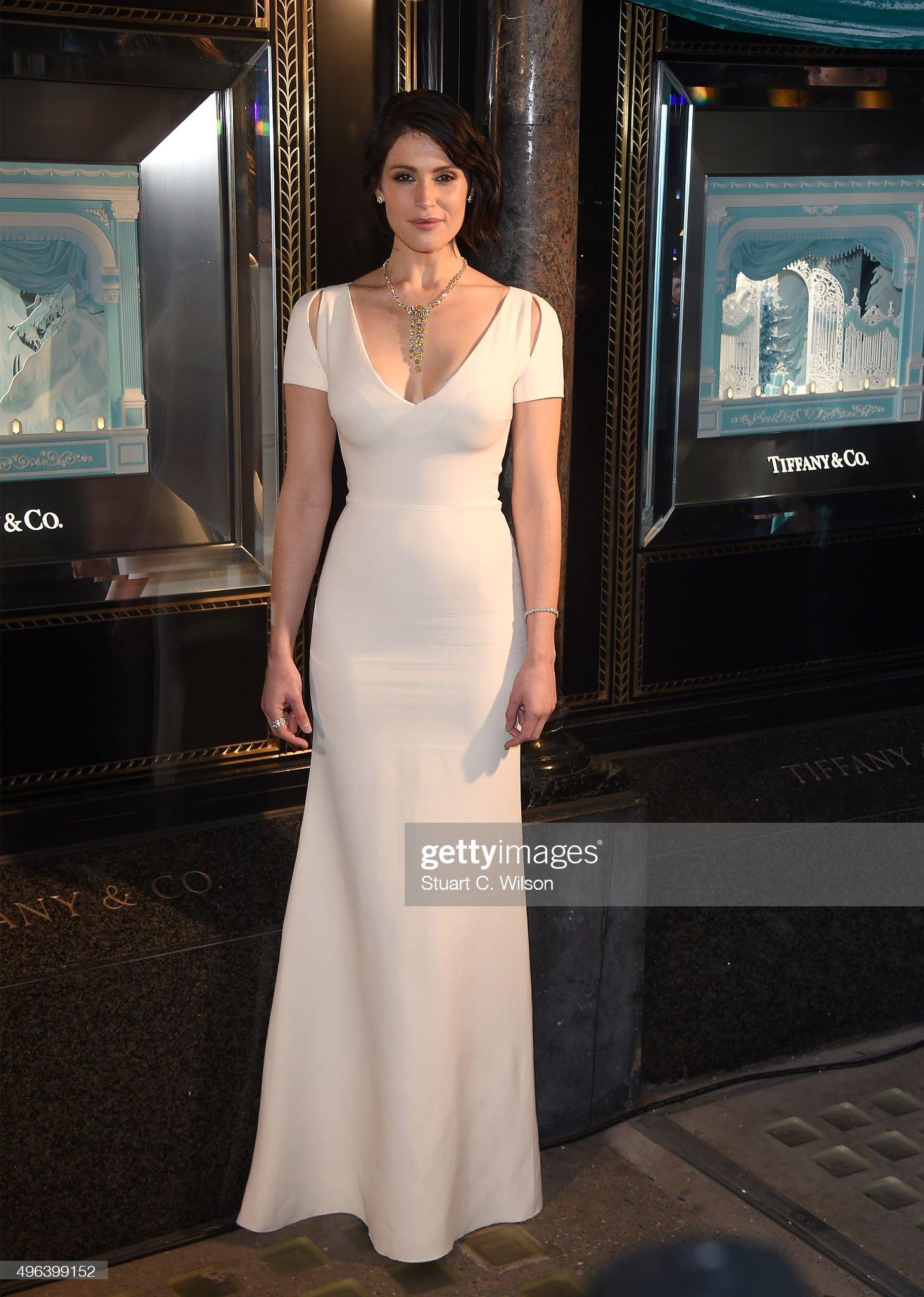 actress-gemma-arterton-reveals-the-2015-tiffany-co-christmas-windows-picture-id496399152