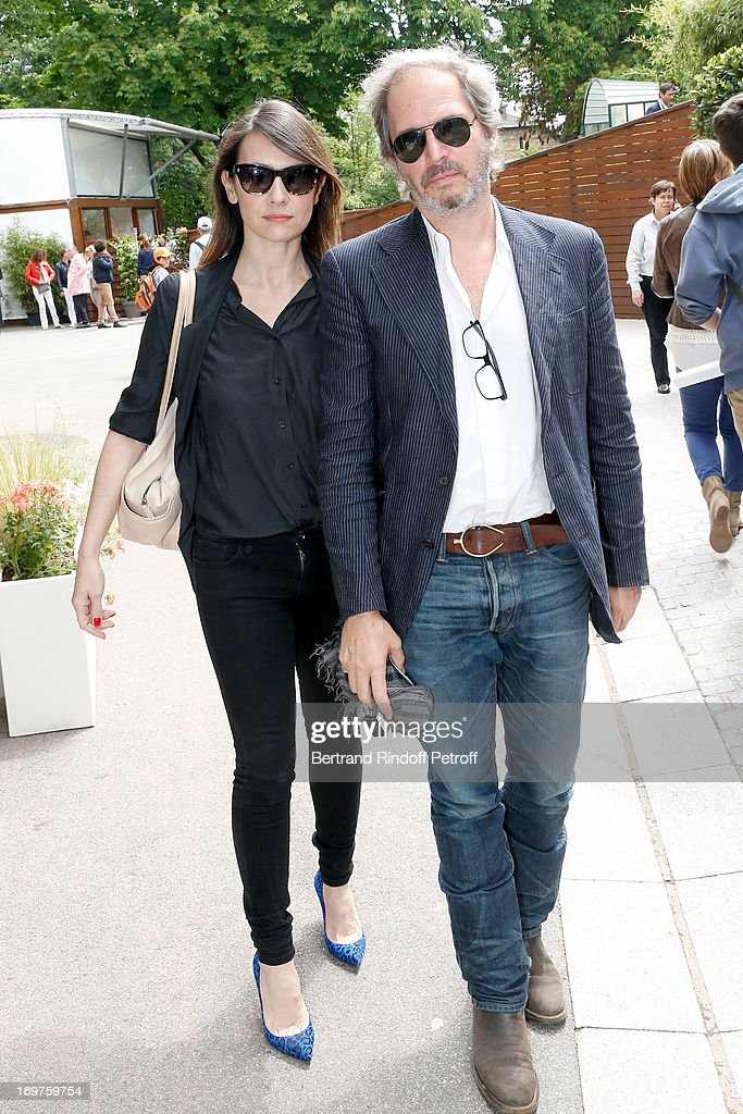 Actress Geraldine Pailhas and husband Christopher Thompson attend Roland Garros Tennis French Open 2013 - Day 7 on June 1, 2013 in Paris, France.
