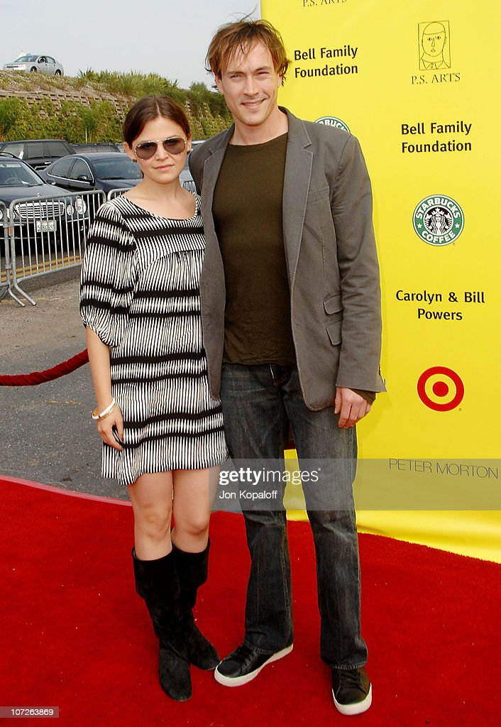 Actress Ginnifer Goodwin and actor Chris Klein arrive at the P.S. Arts 10th Annual Express Yourself Gala at Barker Hanger on November 4, 2007 in Santa Monica, California.