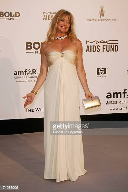Actress Goldie Hawn arrives at the Cinema Against Aids 2007 in aid of amfAR at Le Moulin de Mougins in Mougings on May 23 2007 in Cannes France The...