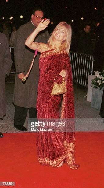 Actress Goldie Hawn arrives at the wedding reception for actors Michael Douglas and Catherine ZetaJones November 18 2000 at the Plaza Hotel in New...