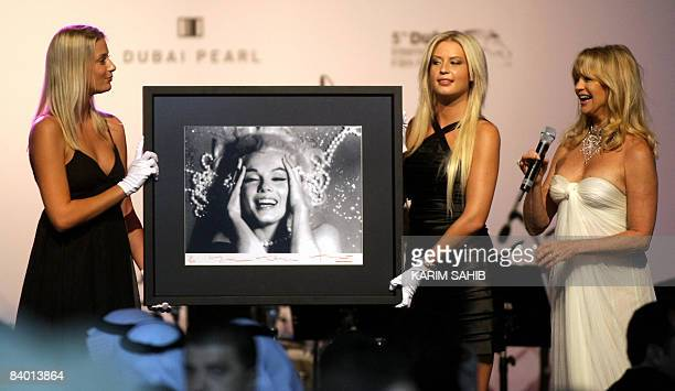 US actress Goldie Hawn introduces a Marilyn Monroe portrait by fashion photographer Bert Stern being auctioned at amfAR's second annual Cinema...