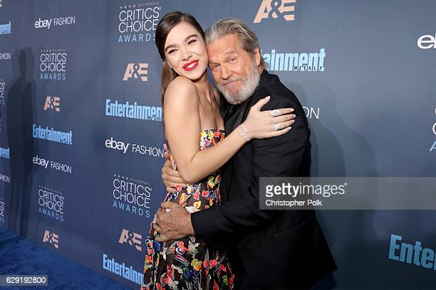 Actress Hailee Steinfeld and actor Jeff Bridges attend The 22nd Annual Critics' Choice Awards at Barker Hangar on December 11 2016 in Santa Monica...