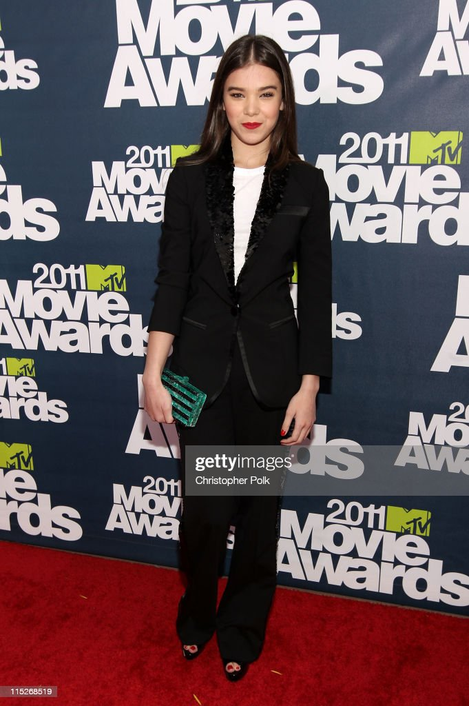 Actress Hailee Steinfeld arrives at the 2011 MTV Movie Awards at Universal Studios' Gibson Amphitheatre on June 5, 2011 in Universal City, California.