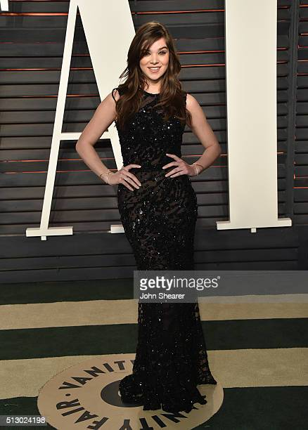 Actress Hailee Steinfeld arrives at the 2016 Vanity Fair Oscar Party Hosted By Graydon Carter at Wallis Annenberg Center for the Performing Arts on...