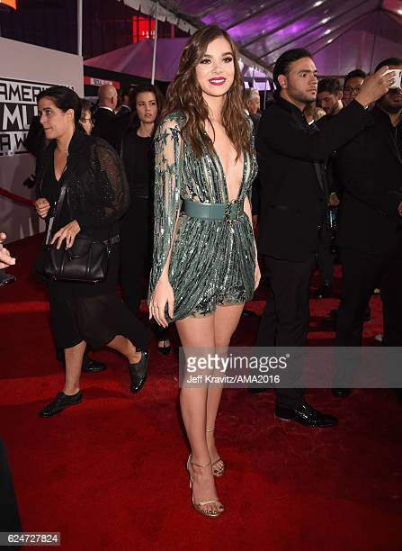 Actress Hailee Steinfeld attends the 2016 American Music Awards at Microsoft Theater on November 20, 2016 in Los Angeles, California.