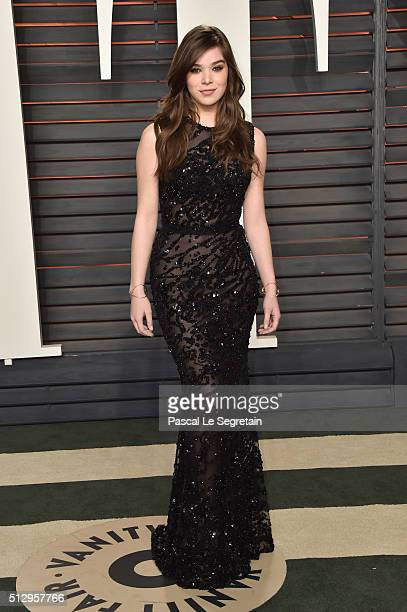 Actress Hailee Steinfeld attends the 2016 Vanity Fair Oscar Party Hosted By Graydon Carter at the Wallis Annenberg Center for the Performing Arts on...