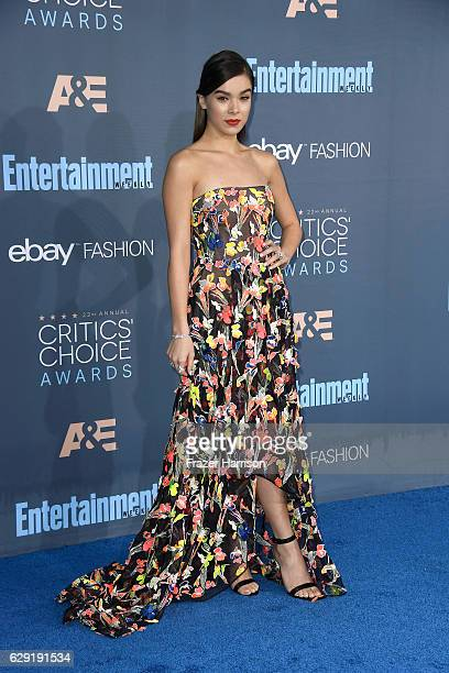 Actress Hailee Steinfeld attends The 22nd Annual Critics' Choice Awards at Barker Hangar on December 11 2016 in Santa Monica California